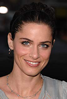 How tall is Amanda Peet?