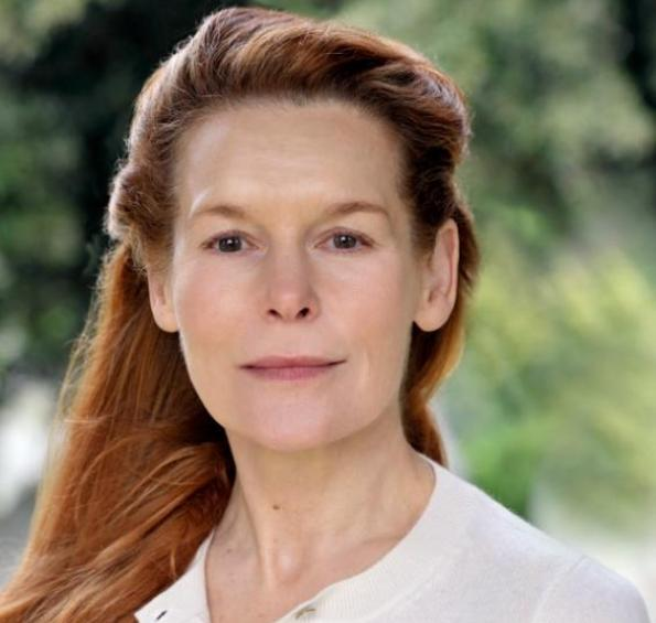 How tall is Alice Krige?