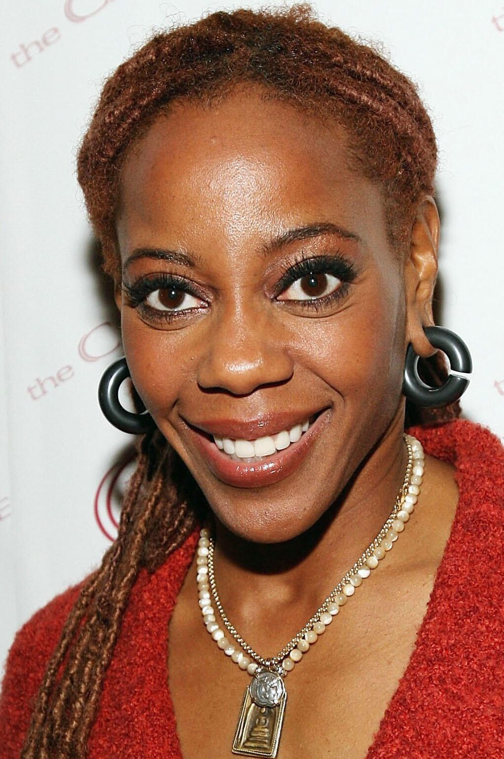 How tall is Debra Wilson?