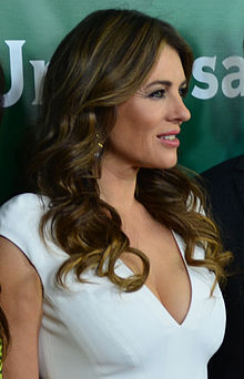 How tall is Elizabeth Hurley?