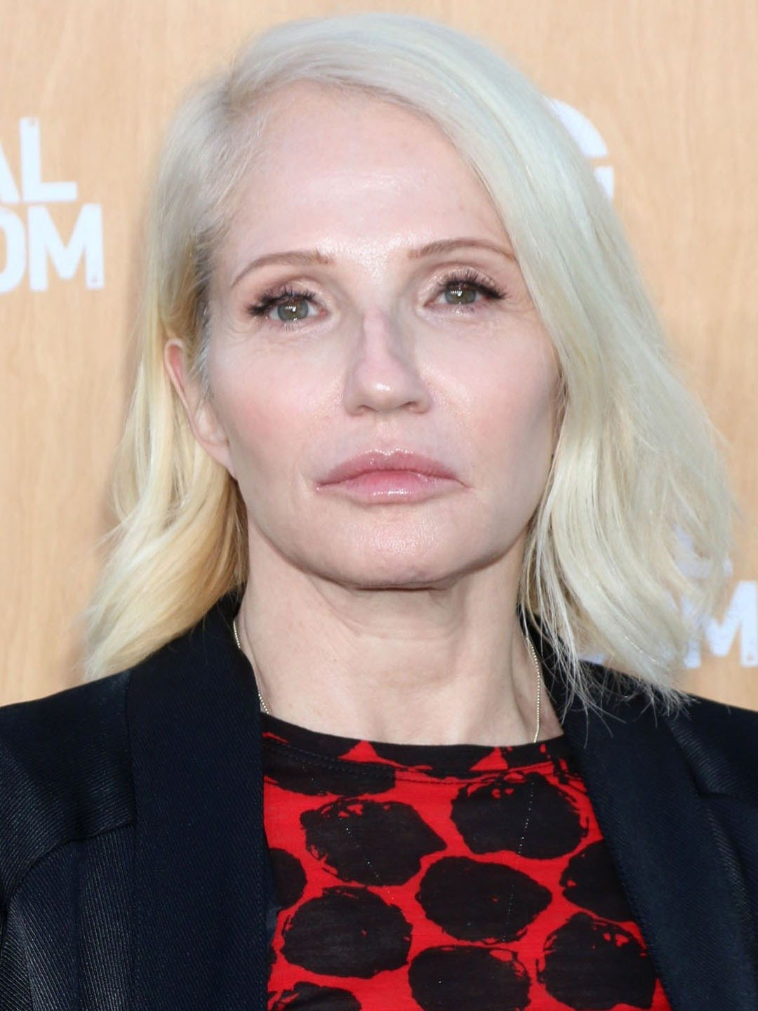 How tall is Ellen Barkin?