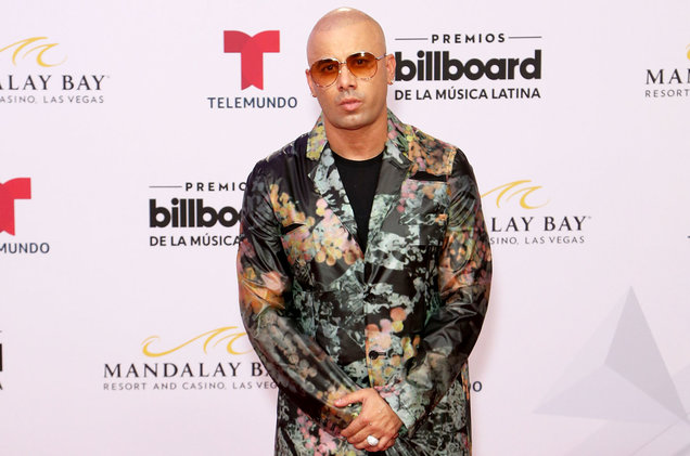 How tall is Wisin?