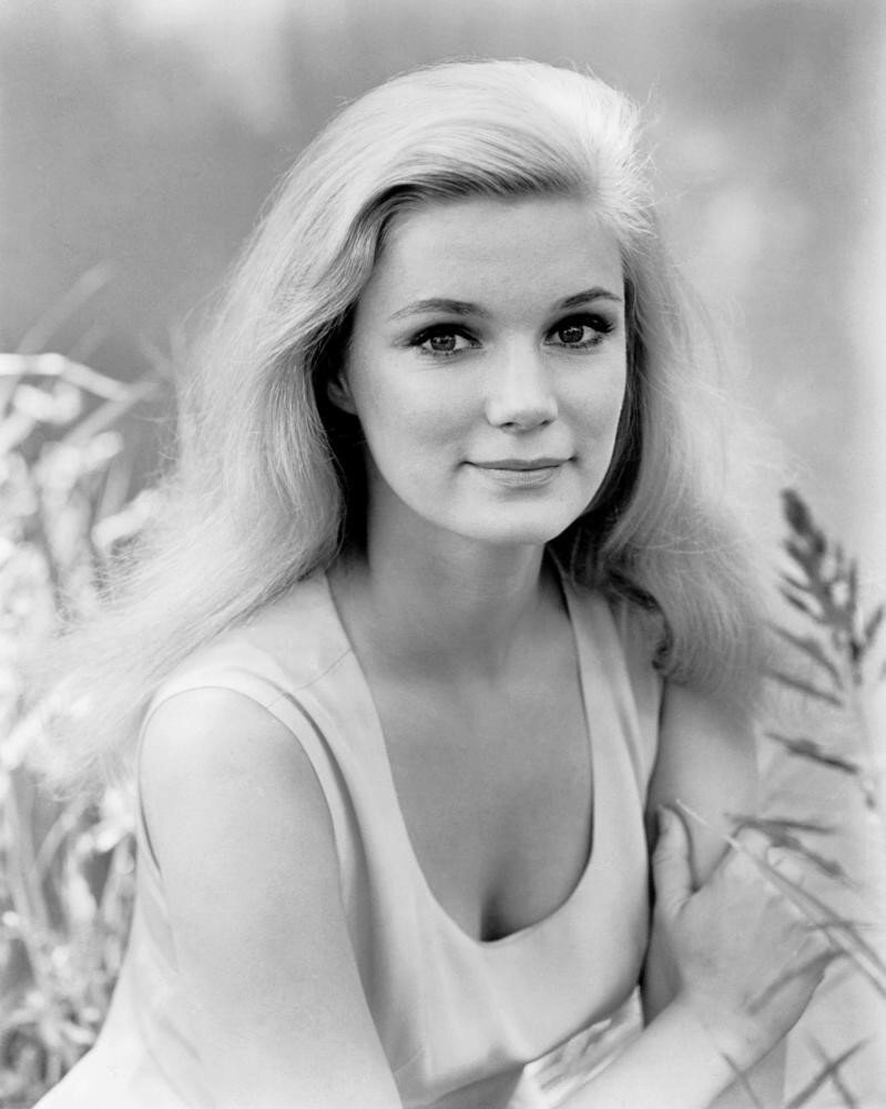 How tall is Yvette Mimieux?