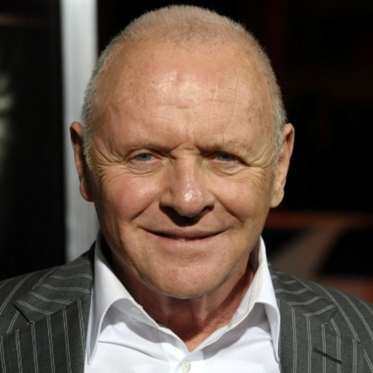 How tall is Anthony Hopkins?