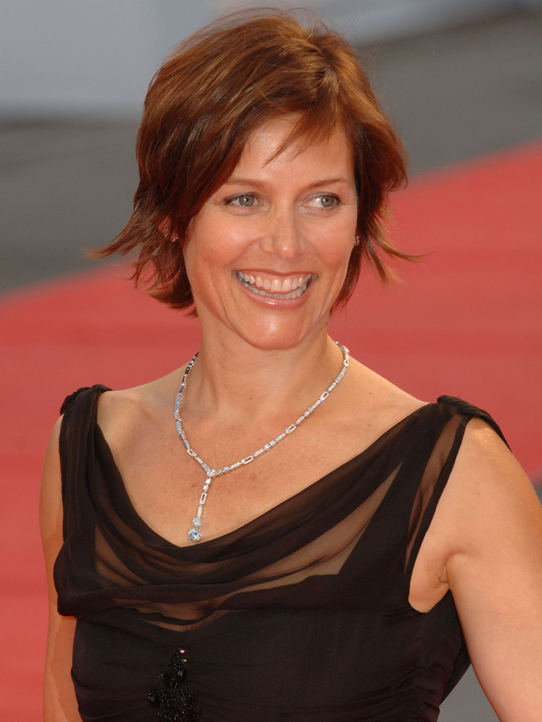 Carey Lowell Height - CelebsHeight.org