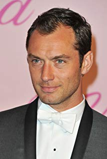 How tall is Jude Law?