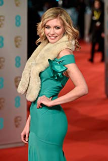 How tall is Rachel Riley?