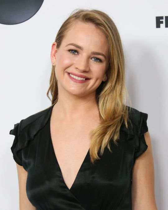 How tall is Britt Robertson?