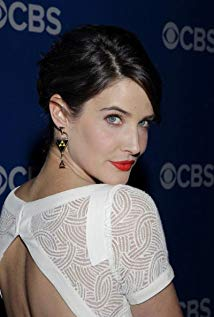 How tall is Cobie Smulders?