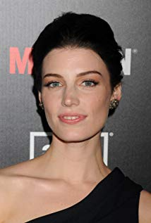 How tall is Jessica Paré?
