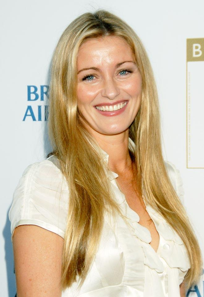 How tall is Louise Lombard?