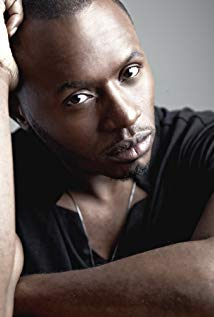 How tall is Malcolm Goodwin?