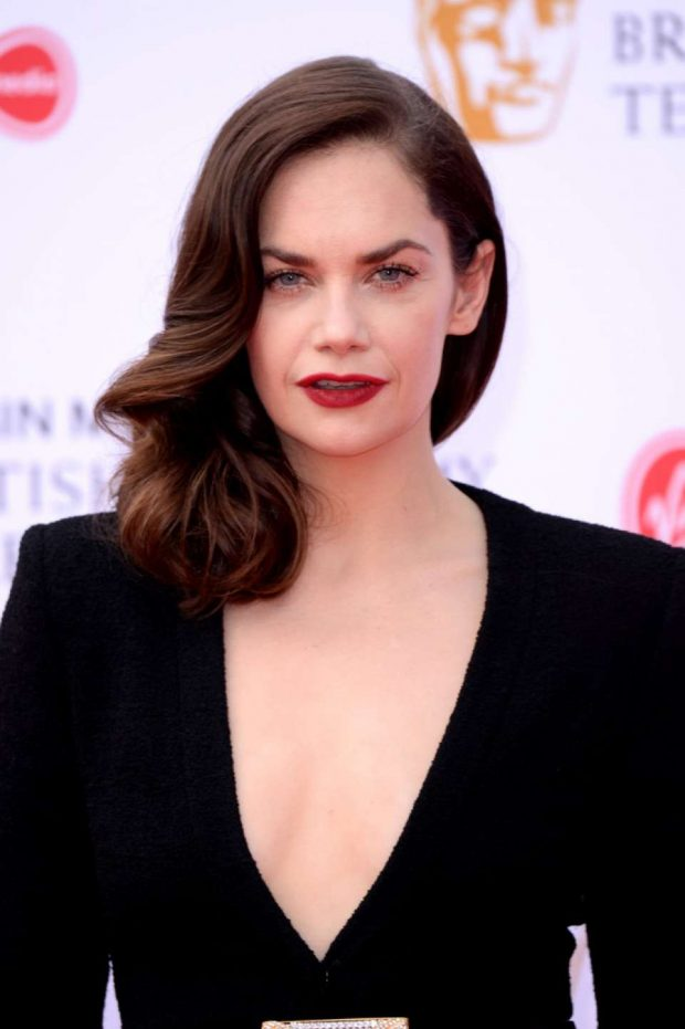How tall is Ruth Wilson?