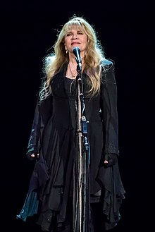 How tall is Stevie Nicks?