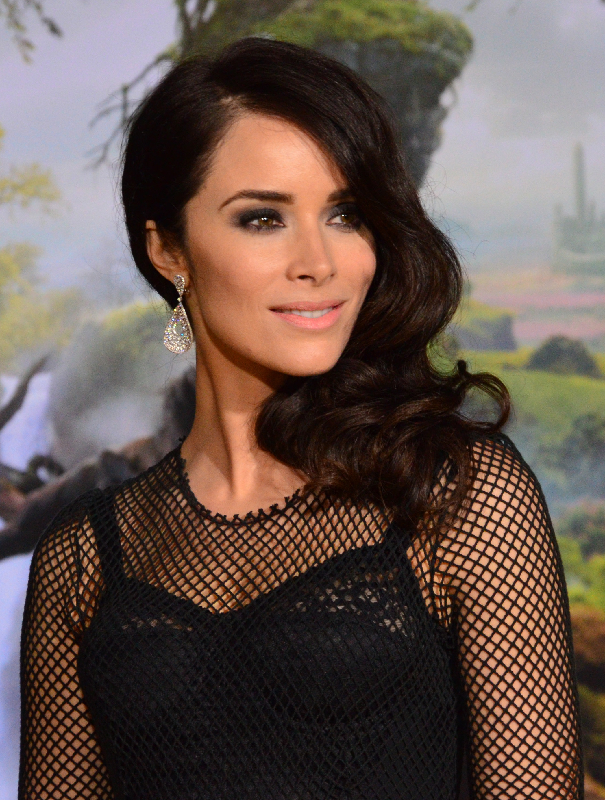 How tall is Abigail Spencer?