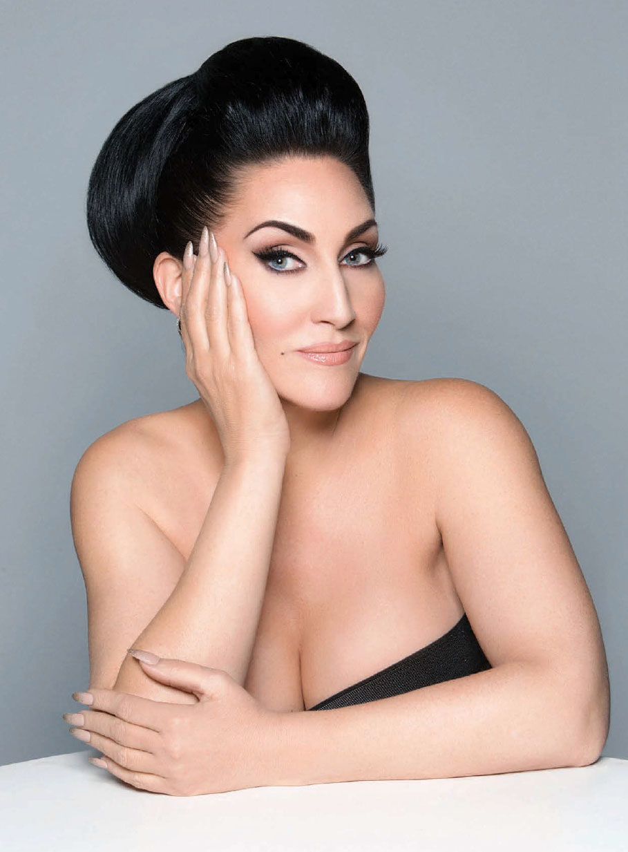 How tall is Michelle Visage?