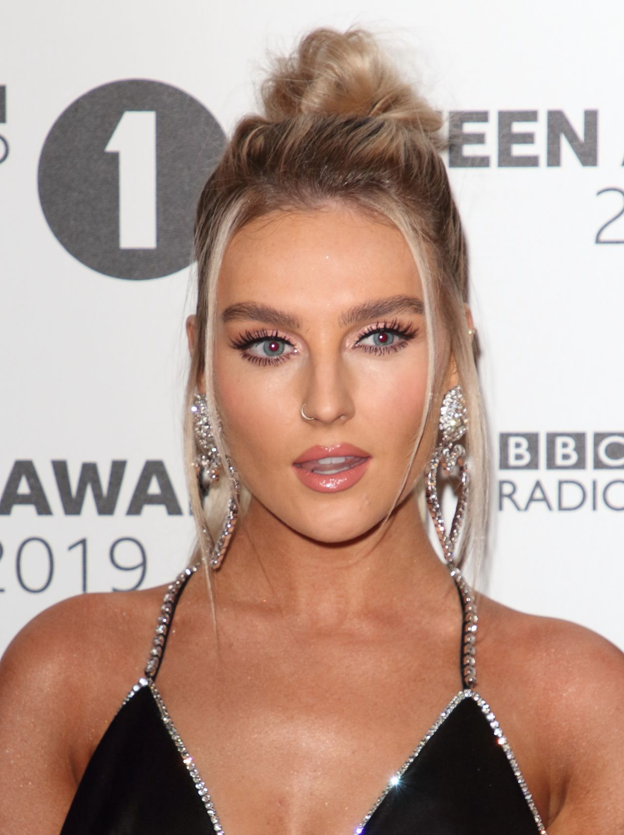How tall is Perrie Edwards?
