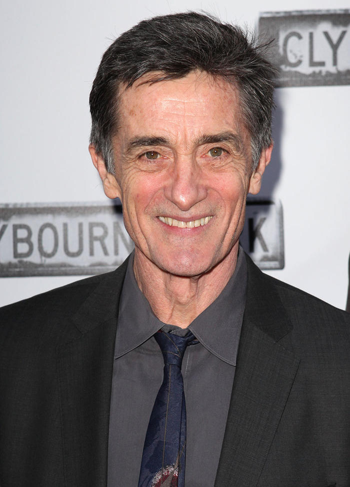 How tall is Roger Rees?