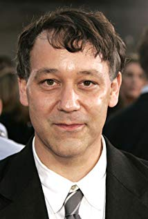How tall is Sam Raimi?