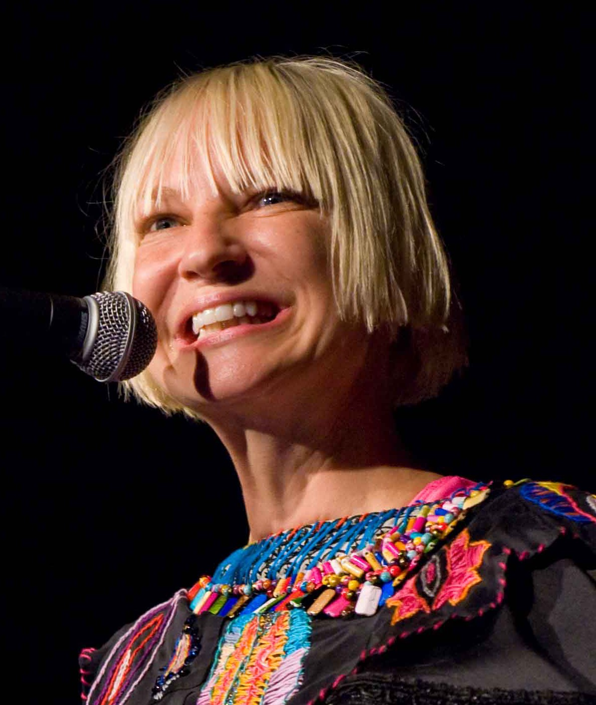 How tall is Sia?