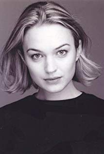 How tall is Sophia Myles?