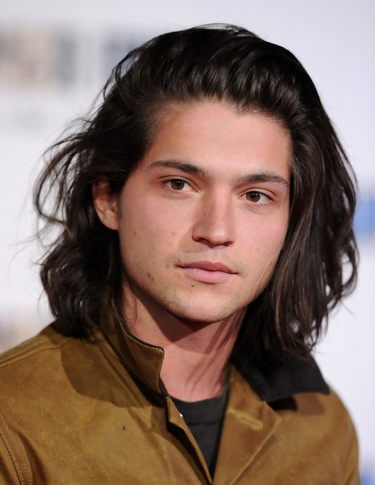 How tall is Thomas McDonell?