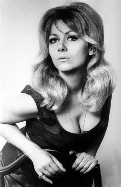 How tall is Ingrid Pitt?