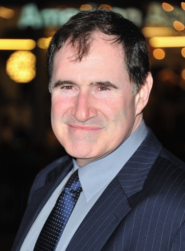 How tall is Richard Kind?