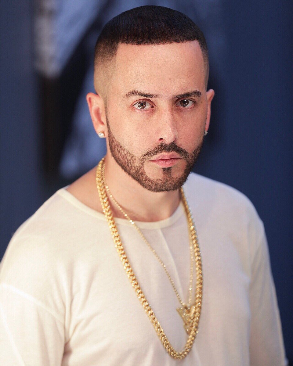How tall is Yandel?