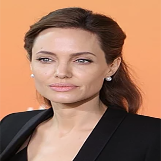 How tall is Angelina Jolie?