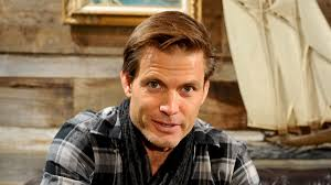 How tall is Casper Van Dien?
