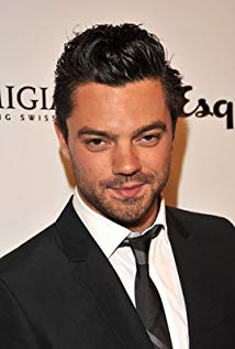 How tall is Dominic Cooper?
