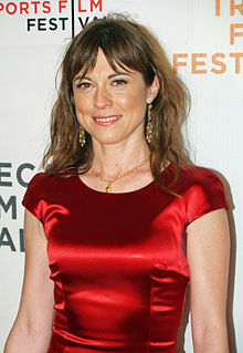 How tall is Rebecca Pidgeon?
