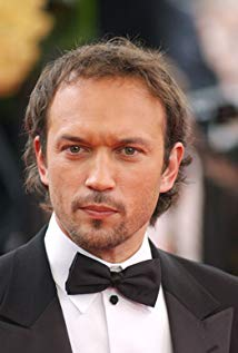 How tall is Vincent Perez?