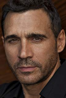 How tall is Adrian Paul?