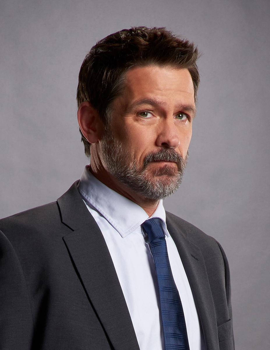 How tall is Billy Campbell?