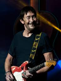 How tall is Chris Rea?