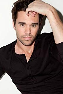 How tall is David Walton?