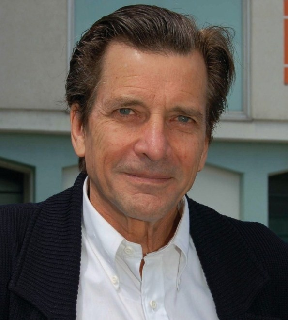 How tall is Dirk Benedict?