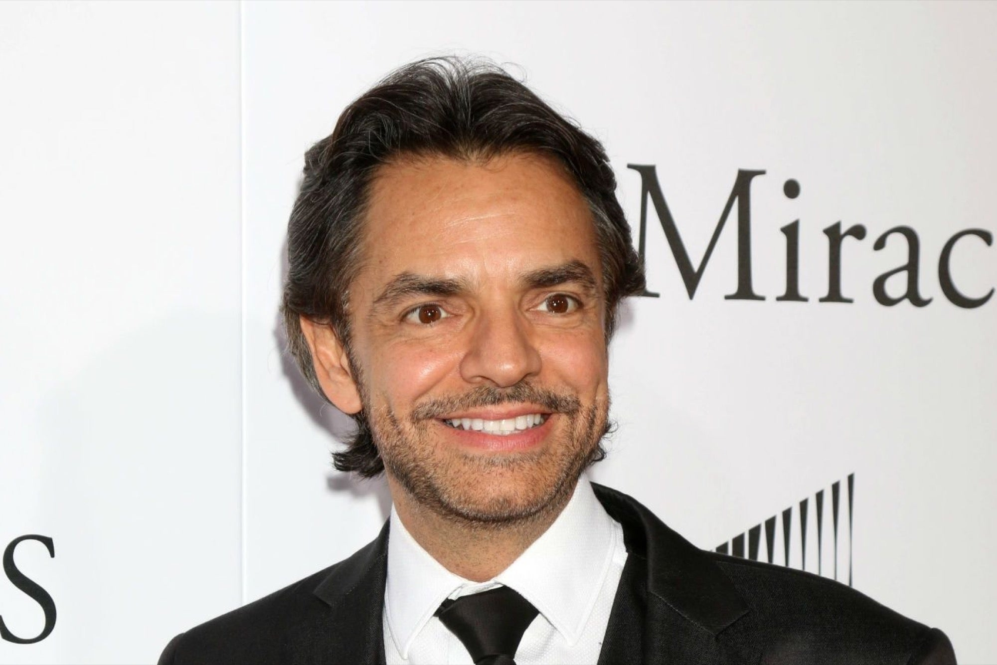 How tall is Eugenio Derbez?