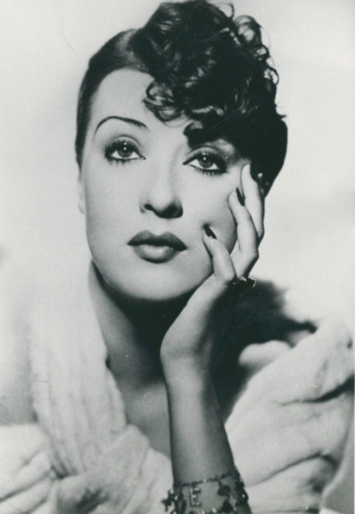 How tall is Gypsy Rose Lee?