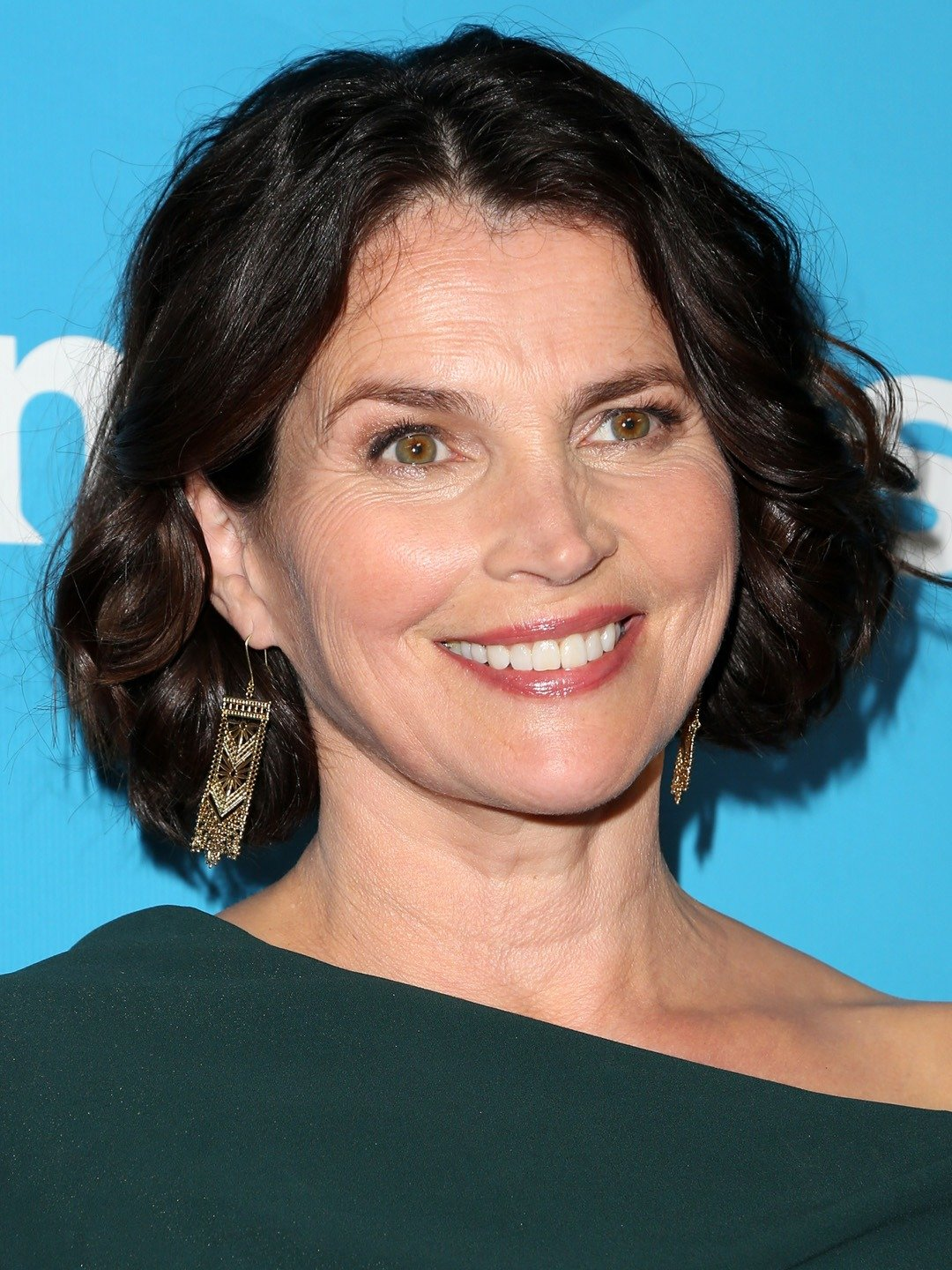 How tall is Julia Ormond?