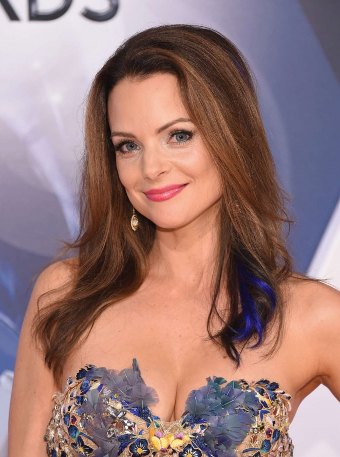How tall is Kimberly Williams Paisley?
