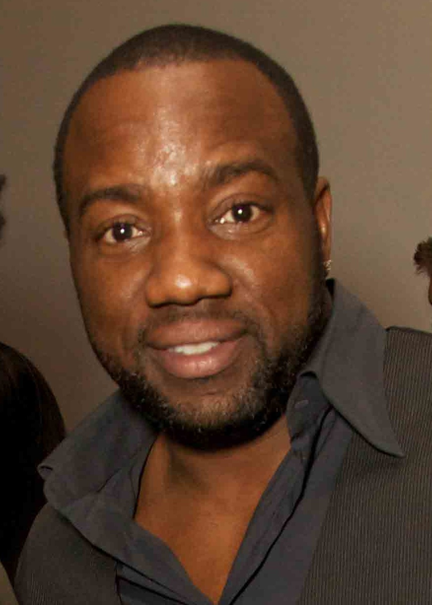 How tall is Malik Yoba?
