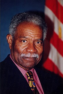 How tall is Ossie Davis?
