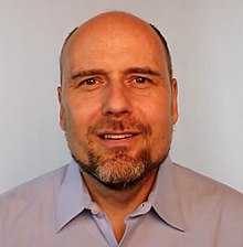 How tall is Stefan Molyneux?