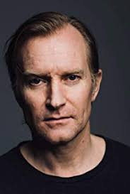 How tall is Ulrich Thomsen?
