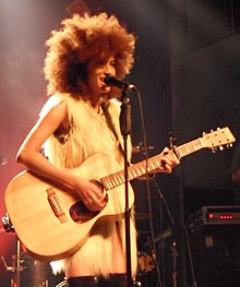 How tall is Andy Allo?