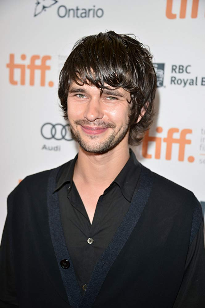 How tall is Ben Whishaw?