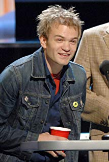 How tall is Deryck Whibley?